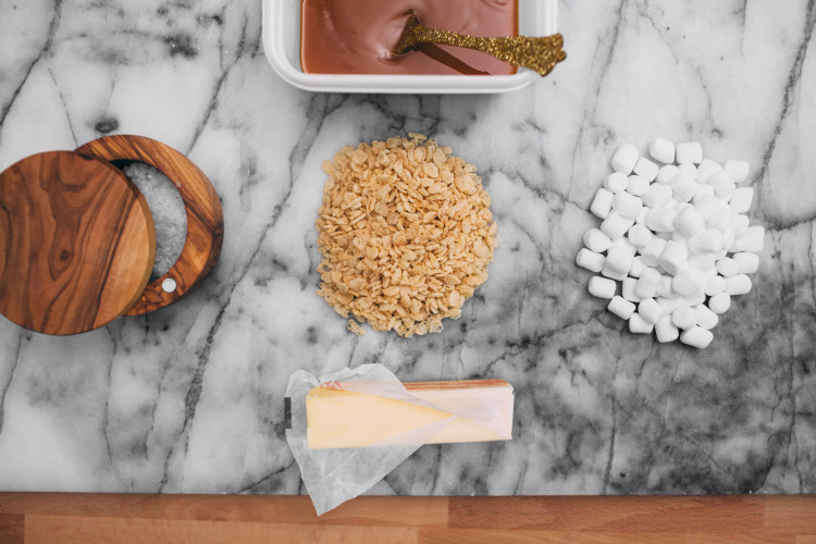 RECIPE // fancy marshmallow cereal snacks #ziploc #holidaycollection