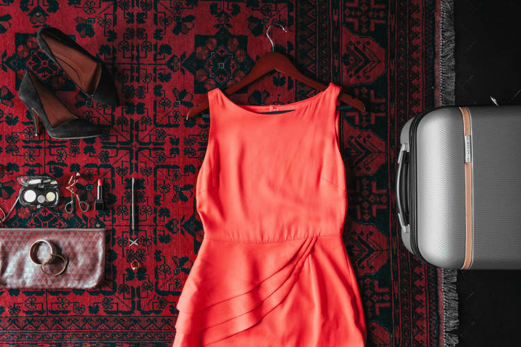 how to pack like a pro // what to wear for a holiday party