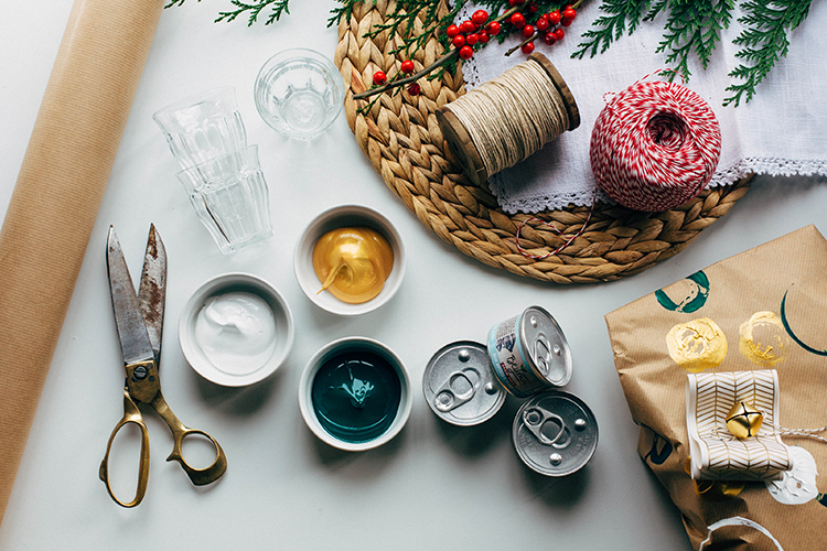 natural pet tips for pets during the holidays — DIY wrapping, perfect for wrappings gifts for your fuzzy friends and donations to your local shelter #beyondpartners