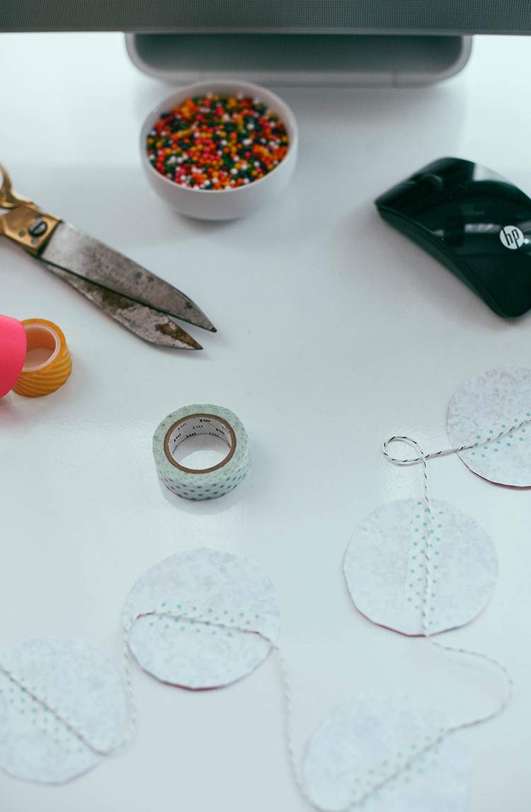 DIY new years eve garland - made with sprinkles #sproutbyHP #CIY
