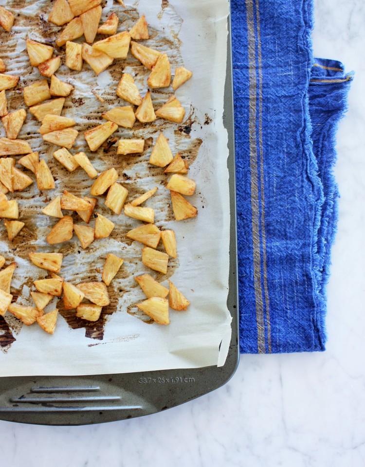 RECIPE // roasted pineapple and Tillamook ice cream mini pavlovas jojotastic.com