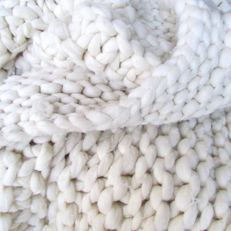 cosy up to fall throw blanket roundup // jojotastic.com