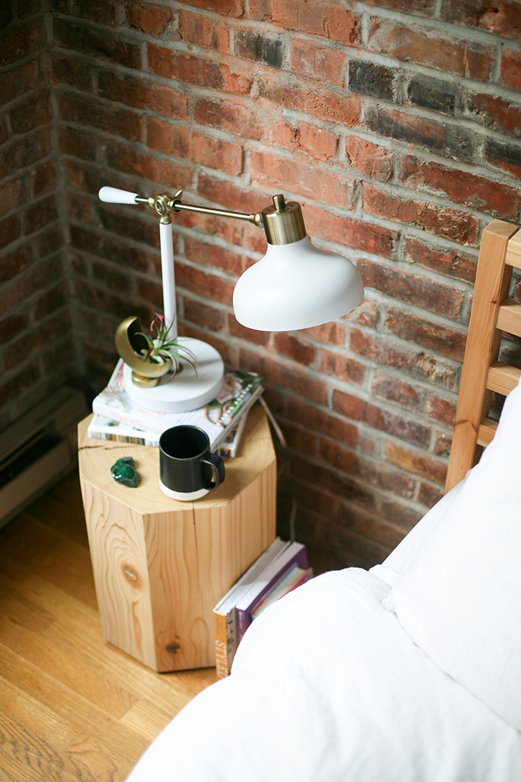 what do you keep on your nightstand? // jojotastic.com @bryghtcom