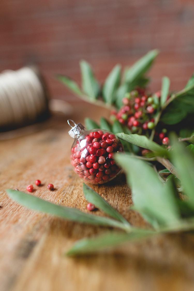 DIY bright berry ornament // jojotastic.com