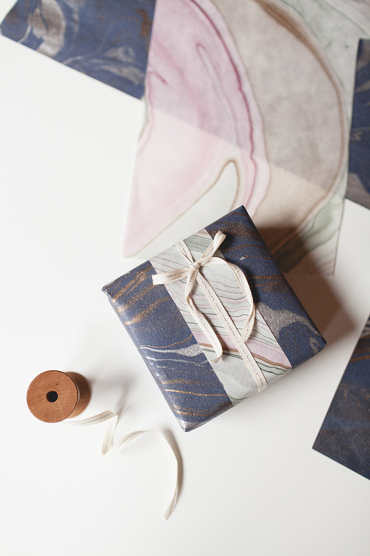 DIY Layered Wrapping Paper! // jojotastic.com