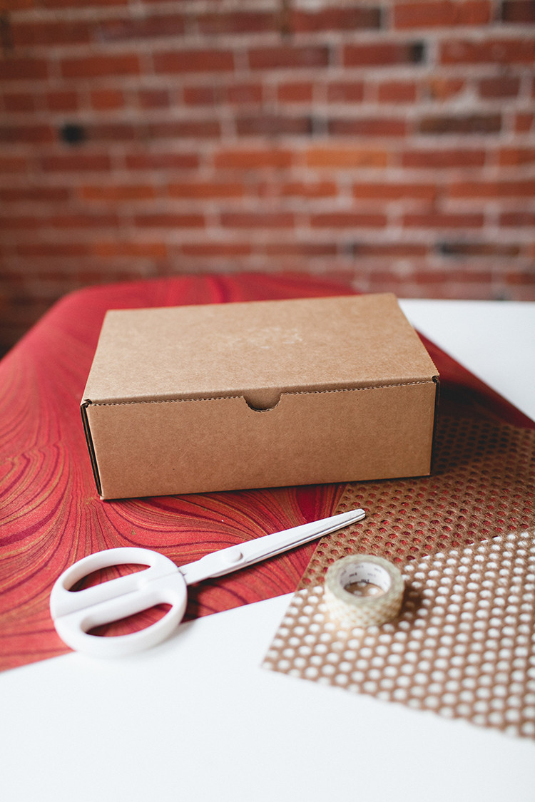 DIY Layered Wrapping Paper! // jojotastic.com