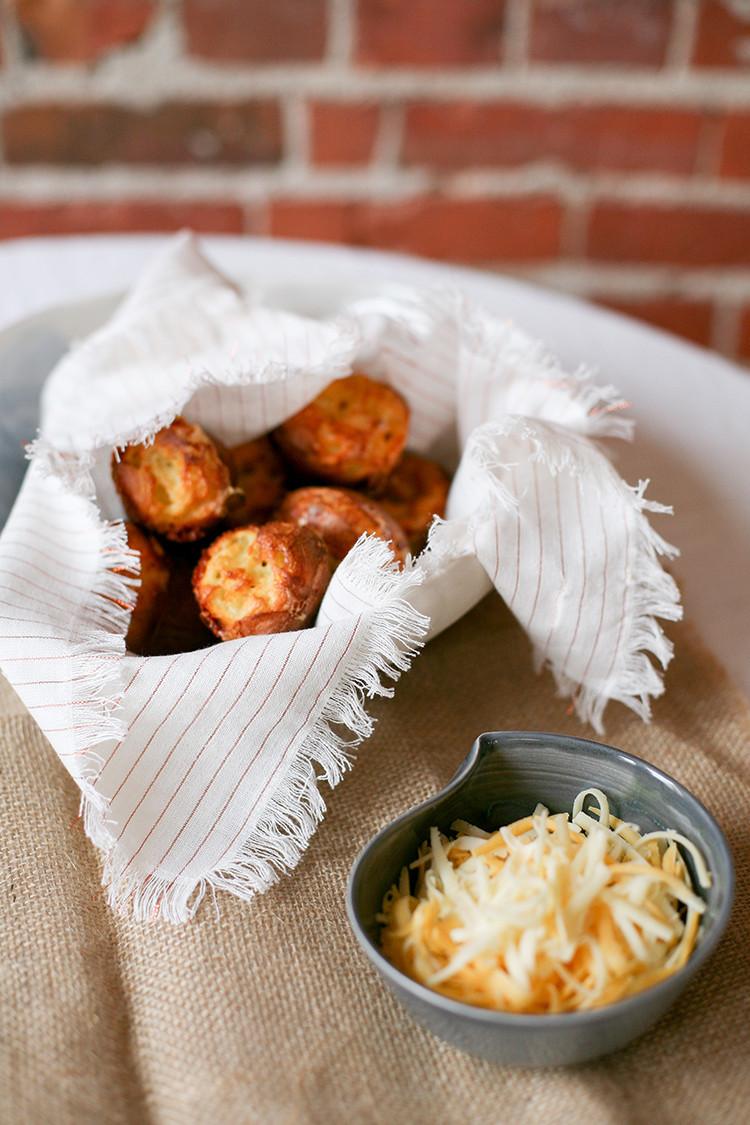 RECIPE // cheesy popovers jojotastic.com