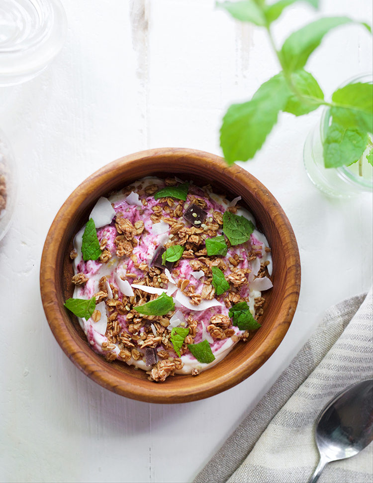start your day with this healthy and hearty breakfast! get the full recipe for this easy yogurt + granola power bowl on jojotastic.com