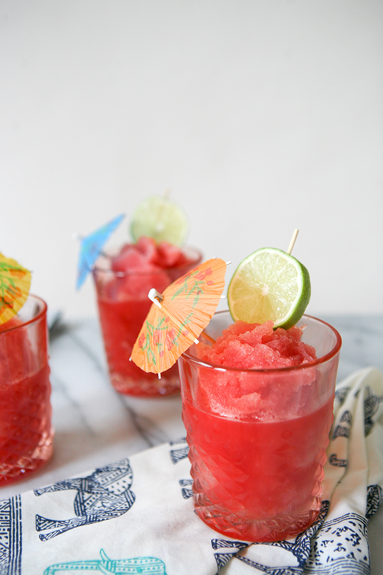 happy Cinco de Mayo! we're celebrating with #margaritaweek and sharing a recipe for Blood Orange Mezcal Margaritas. get the full cocktail recipe on Jojotastic.com