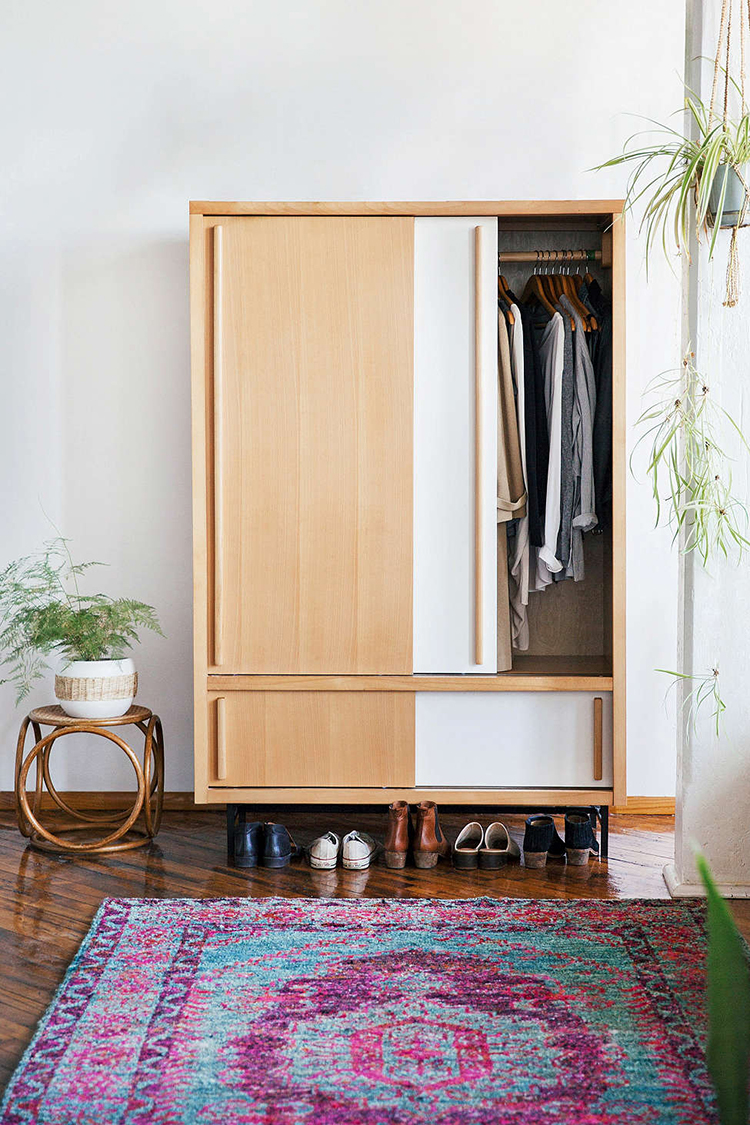 YOU GUYS. I just bought a house that doesn't have SINGLE closet. Sharing all of my stand-alone closet alternatives for my tiny house today on the blog: jojotastic.com Lots of great storage options!