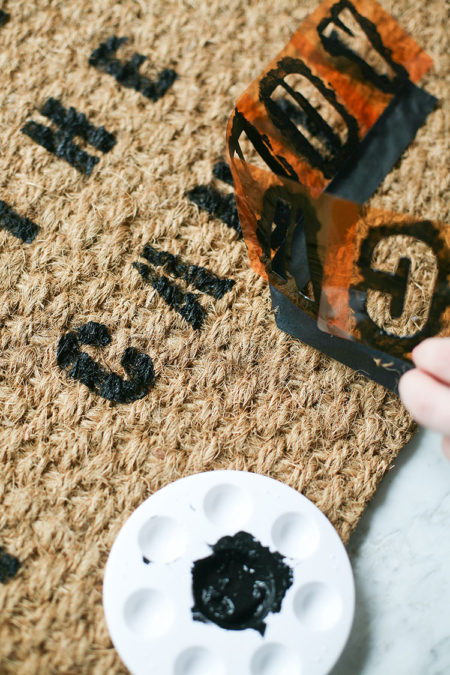 Looking for a cheap and easy way to decorate for halloween this diy looking for a cheap and easy way to decorate for halloween this diy doormat is solutioingenieria Gallery