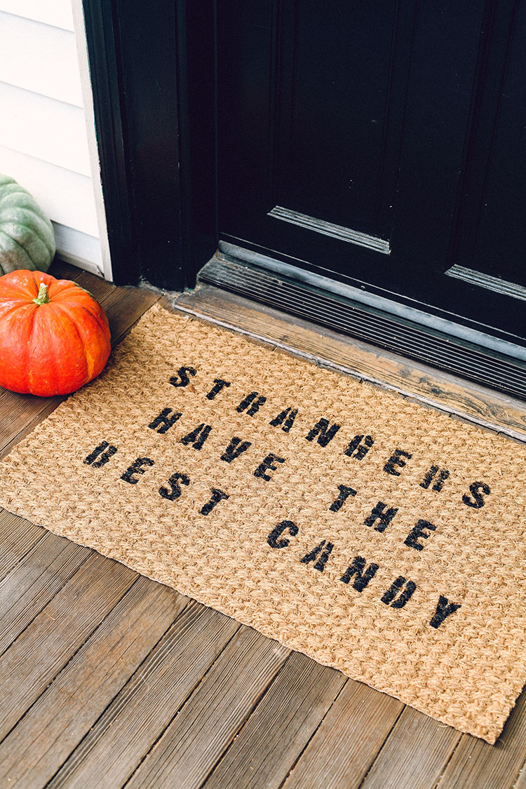 jojotastic-diy-halloween-themed-doormat-06