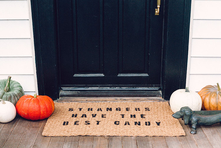 jojotastic-diy-halloween-themed-doormat-08
