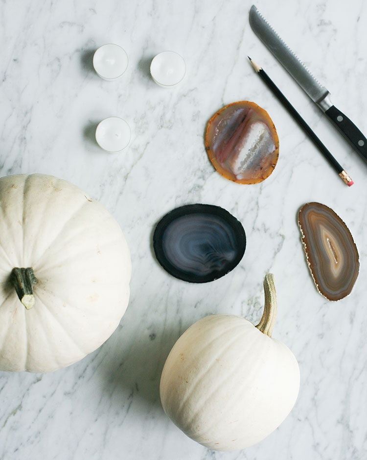 Add a boho-crystal vibe to your jack-o-lantern this halloween with this easy DIY using a white pumpkin and an agate geode! for the full step-by-step tutorial head to jojotastic.com