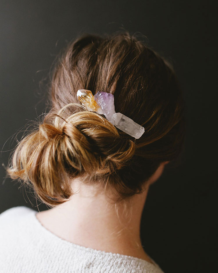 Add a touch of boho to any look with these easy DIY crystal hair comb and pins! Make your own must-have hair accessory in time for the holiday party season, or as a thoughtful last-minute gift - for the full step-by-step tutorial head to jojotastic.com!