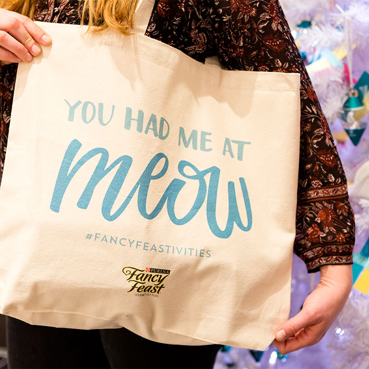 Recap // My recent DIY event with @britandco and @purinaff was a great success and the perfect party for the cat-loving hostess! Get more crafty cat lady inspiration on Jojotastic.com