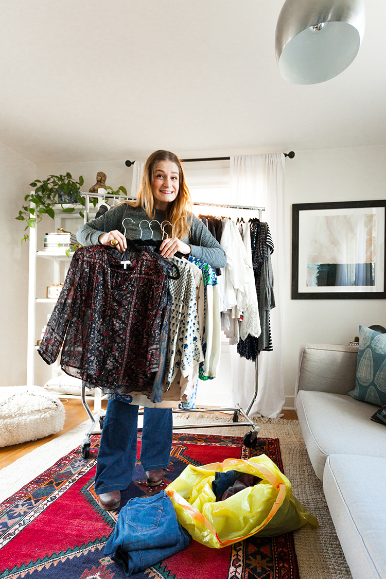 How to clean out your closet with @gladproducts. My best tips and tricks to get your closet organized, especially for a tiny house or small space! Plus, tips for how to donate and a giveaway on Jojotastic.com #GladtoGive #ad