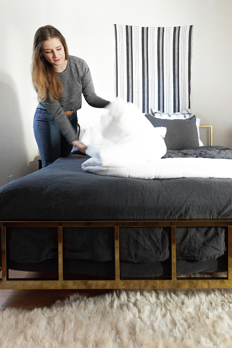 Until we're ready for a full renovation, we did a gender neutral bedroom refresh with @parachutehome! We chose coal grey linen bedding with a white linen quilt and cashmere throw for layered his and hers style. See the full recap on Jojotastic.com #MyParachuteHome #ad