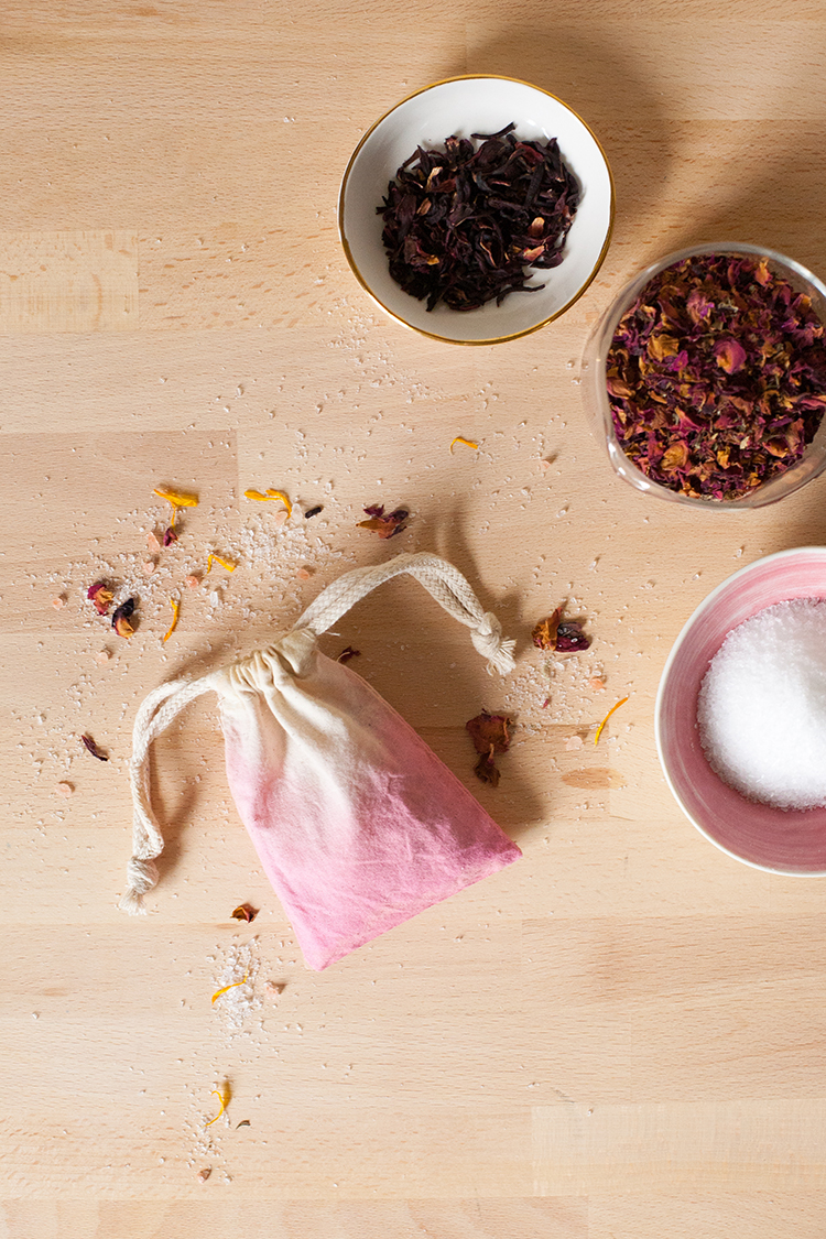 Jojotastic diy floral bath salts in a dip dyed pouch a pretty learn how to make your own floral bath salts with himalayan pink salt epsom salts mightylinksfo