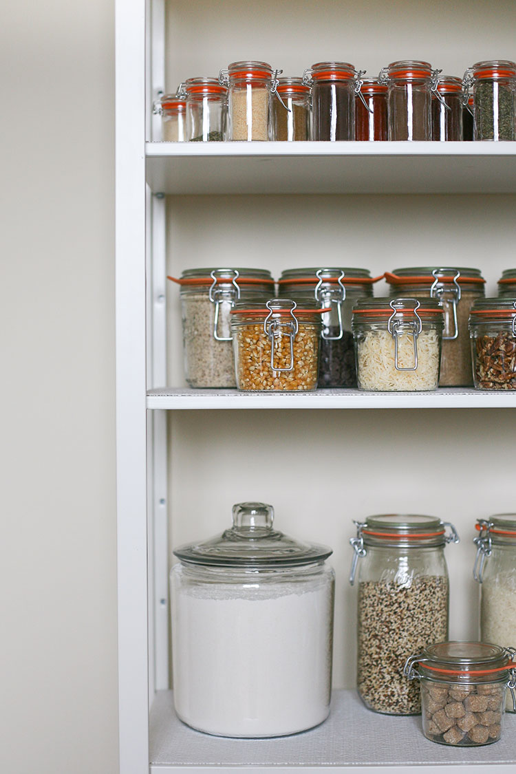 Small space storage tips with big impact for pantries and closets. Spring cleaning inspiration #eBayGiftCards #eBaySpringCleaning #Ad #eBayGiftCards #eBaySpringStore