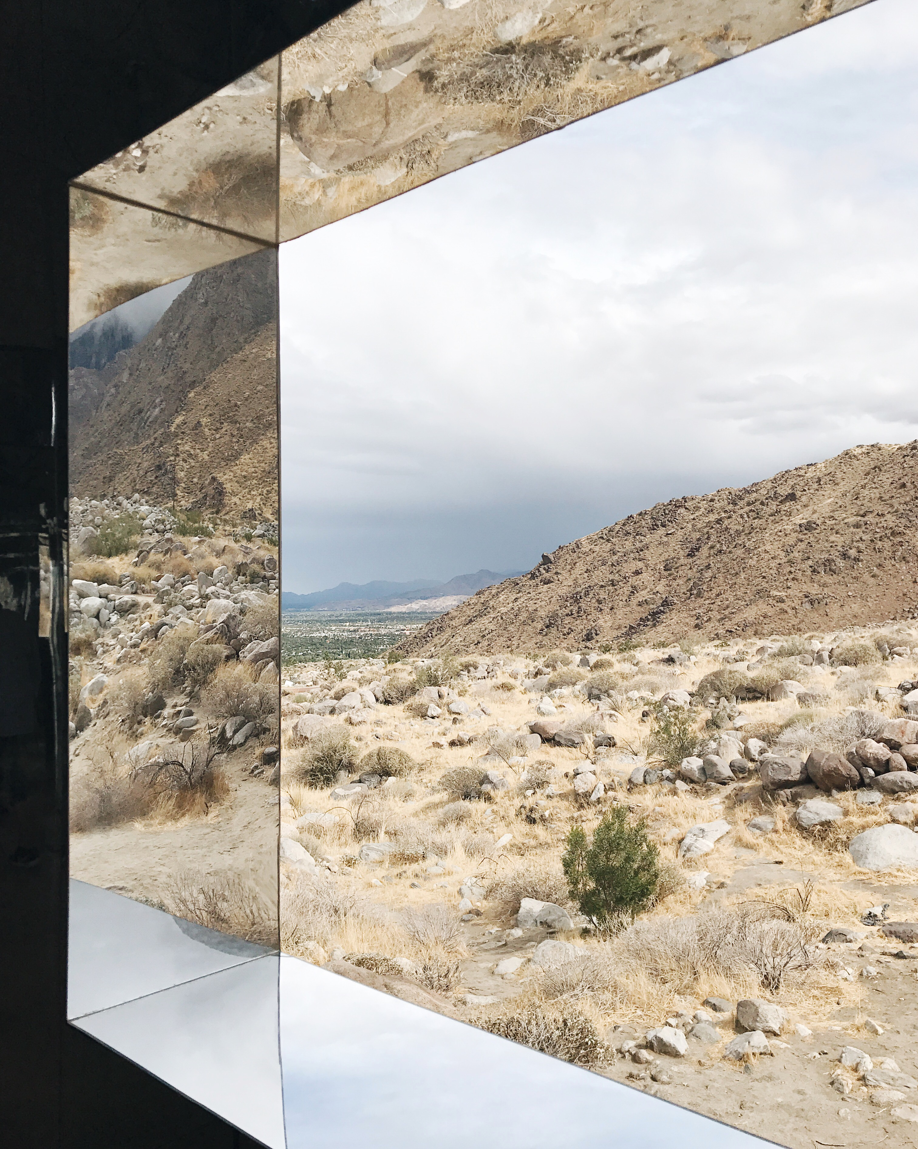 jojotastic travel guide and visual diary for palm springs. the mirage house by doug aitken