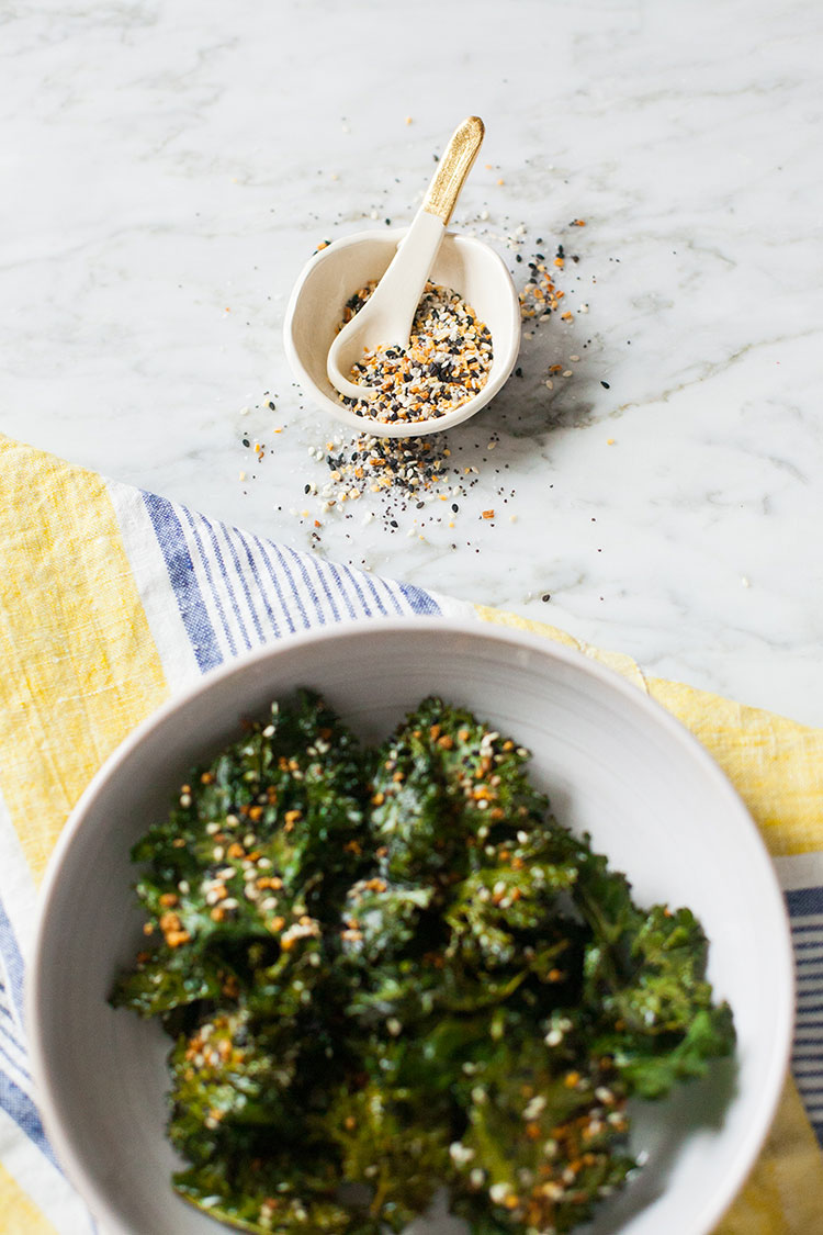 easy and healthy snack recipe for kale chips with homemade everything bagel seasoning mix! get the full recipe on jojotastic.com