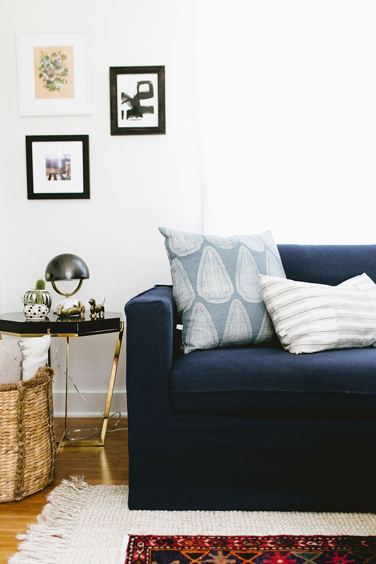 a budget-friendly living room refresh with @BemzDesign for spring. Learn all about this custom tailored linen slipcover for IKEA furniture on Jojotastic.com #Bemz #IKEAhack