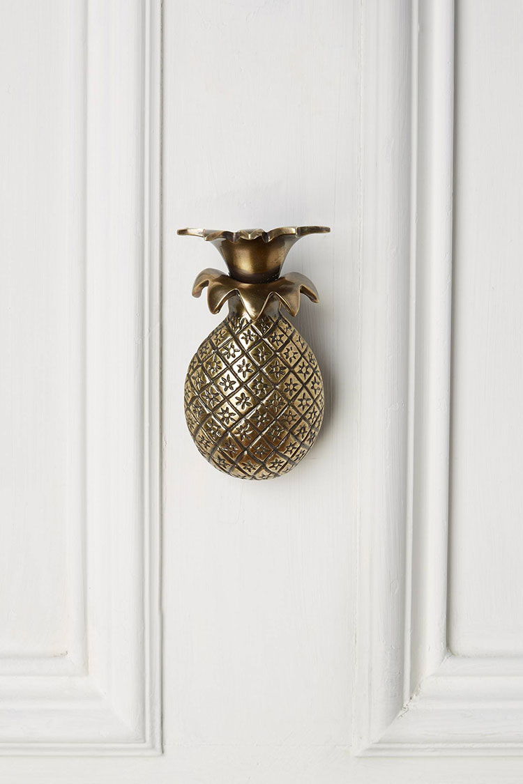 my epic stylish door knocker round up with 40+ sources in tons of finishes (gold, bronze, black, iron, and even novelty door knockers)! Get the full list on jojotastic.com