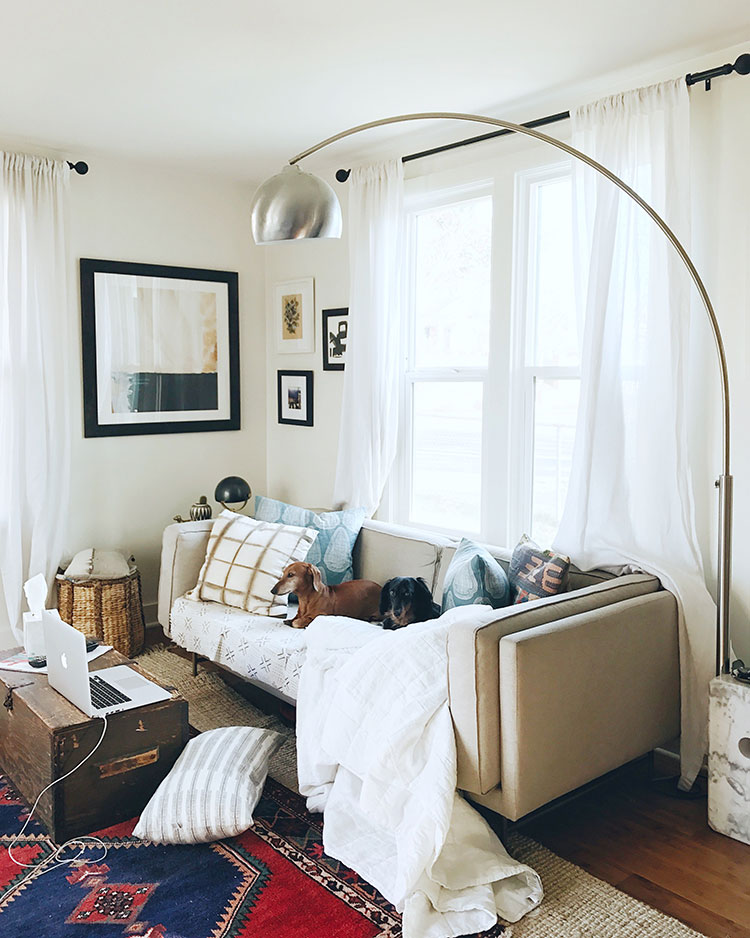 No Make Up Home Tour (aka what #mytinybungalow really looks like day-day!). Get the full fixer upper home tour of my small space on jojotastic.com