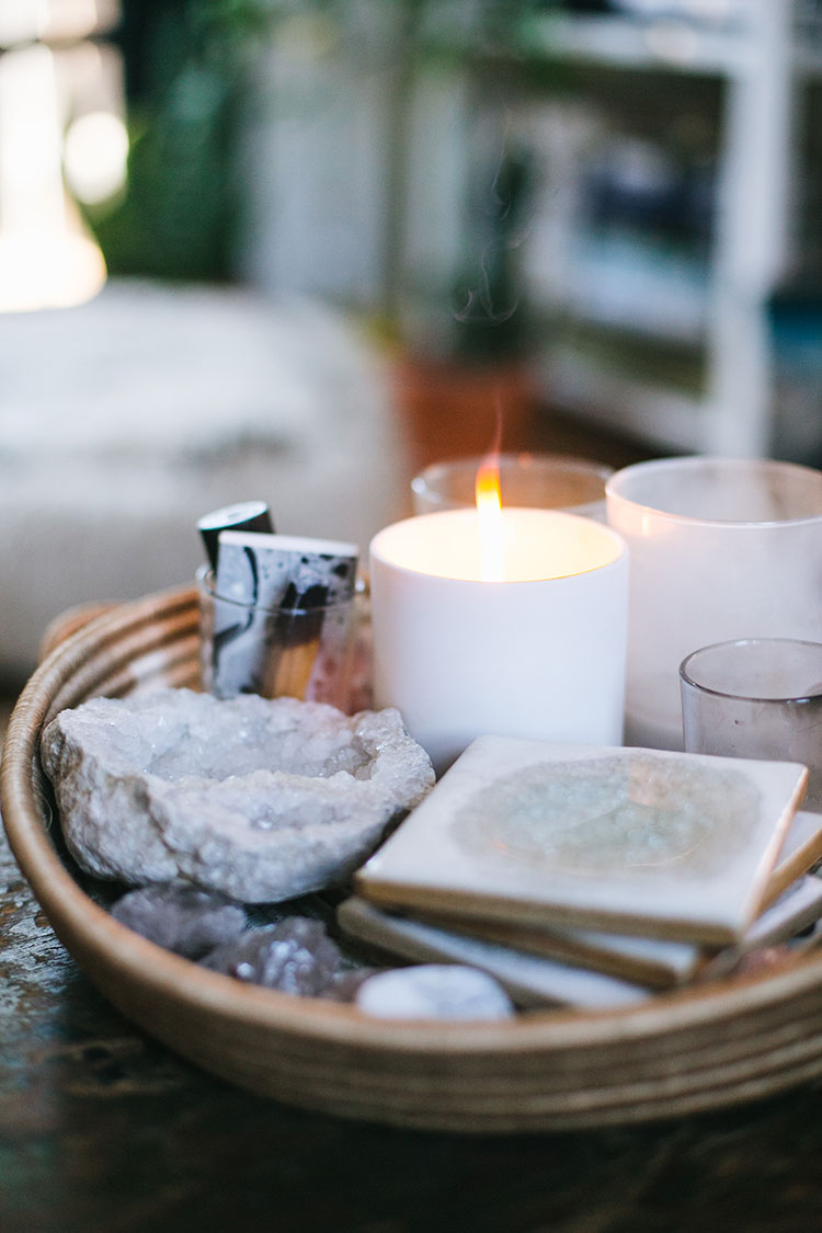 meet Lightwell Co. a candle company using American-grown soy wax and pure coconut wax with gorgeous fragrances for a lovely handmade candle in a white ceramic jar (perfect for a hostess gift!). Plus enter the #giveaway on jojotastic.com
