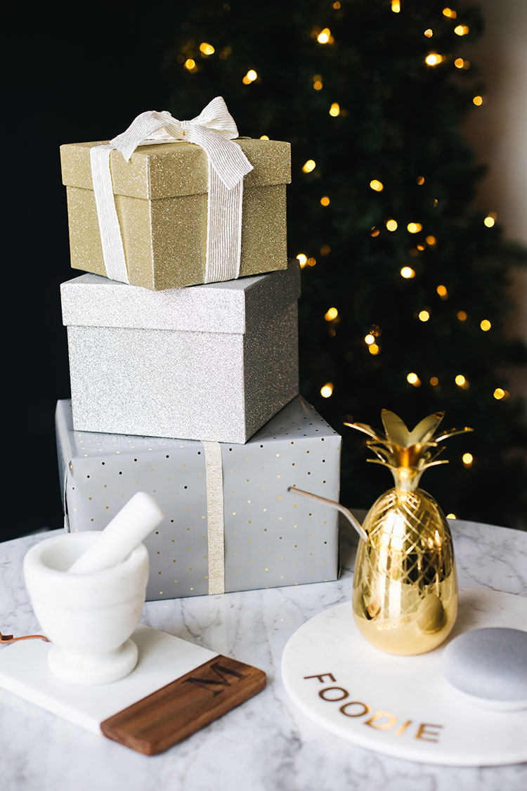luxurious gifts for everyone (that won't break the bank!), everything can be found @bedbathandbeyond! Shop the whole gift guide on jojotastic.com #BedBathandBeyond #SleighTheHoliday #1001BestGifts #ad
