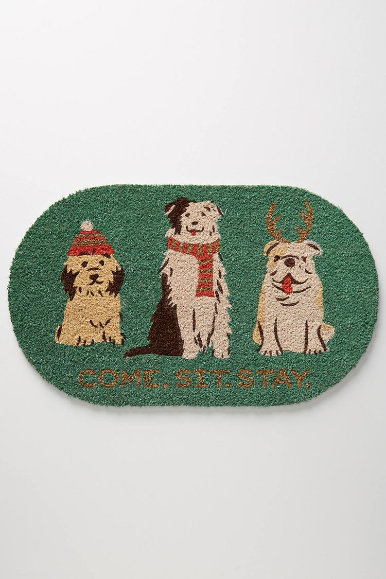 My epic Christmas door mat round up! It's time to decorate for the holidays, starting with the front porch. #christmas