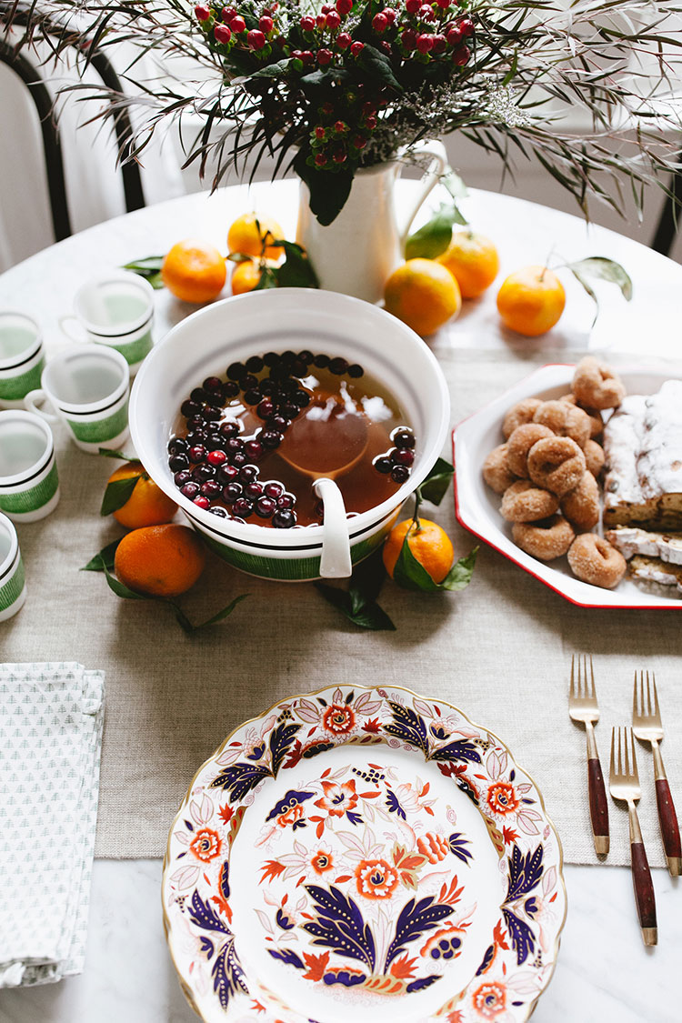 Meet my favorite source for curated, eclectic holiday decor, @EBTHofficial plus get my Christmas styling tips including vintage ornaments and records, serveware for entertaining (including a MCM punchbowl!), and gorgeous brass wreath. Jojotastic.com #EBTH #ad