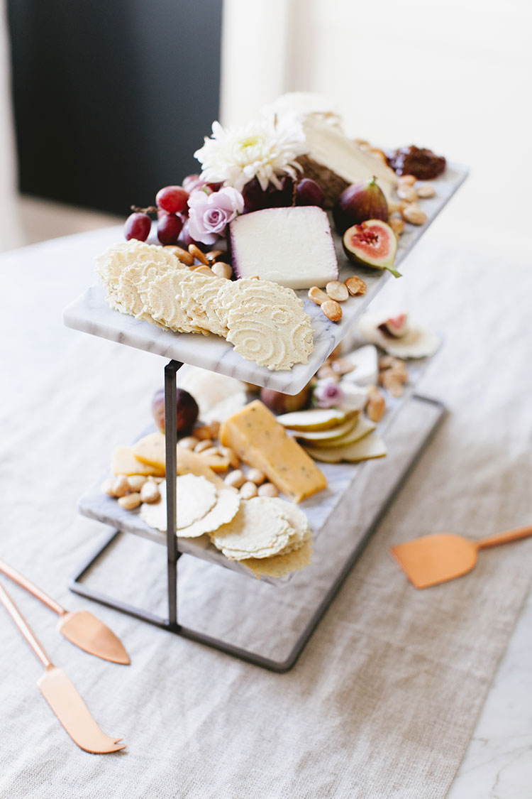 The best crackers for a light cheese board (perfect for Thanksgiving!) from @34degrees. Get all of the entertaining tips on jojotastic.com #GatherRound #sponsored #cheeseplate #cheeseandcrackers #holidays #gatherings #entertaining