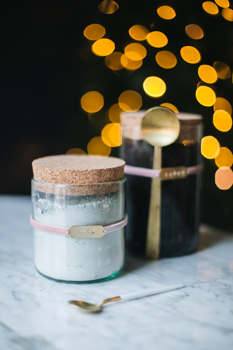 Don't worry if you waited until the last minute to do your #Christmas shopping—just whip up this quick and pretty #DIY face mask and scrub set. Get the full tutorial at Jojotastic.com