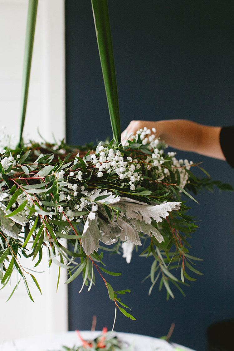 DIY hanging eucalyptus wreath centerpiece for casual, low-key holiday entertaining. Get the full craft tutorial on Jojotastic.com #diywreath #christmasdDIY #christmasdecorating