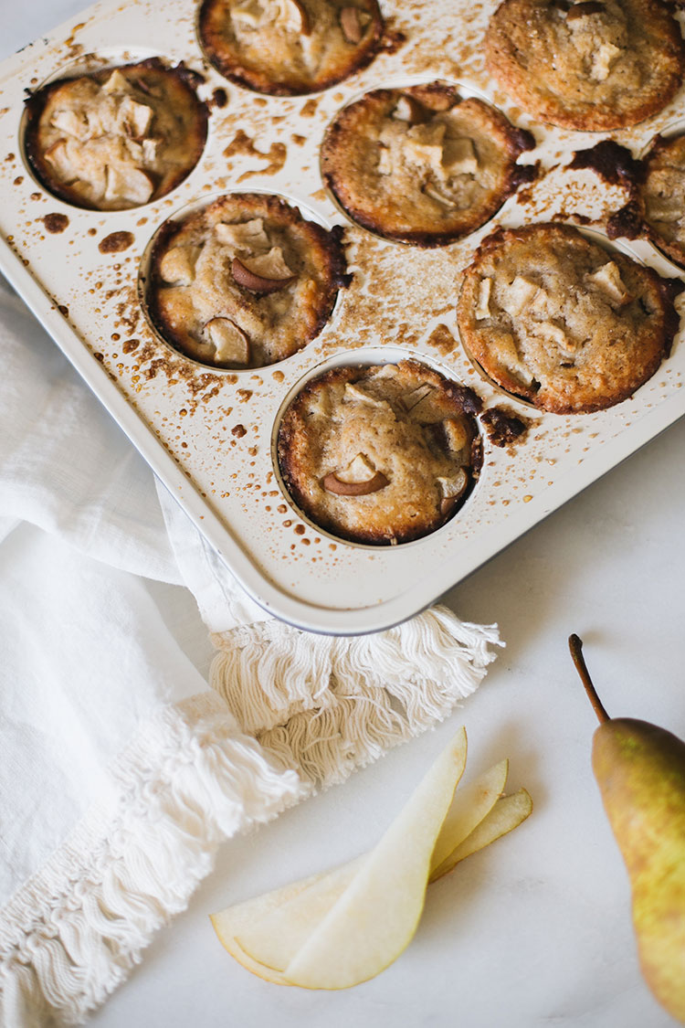 spiced pear ricotta muffin recipe. the texture of these muffins is like cake! perfect for Christmas morning. #muffins #muffinrecipe #christmasrecipe