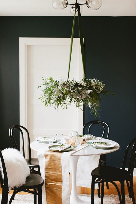 A warm scandinavian modern holiday tablescape to inspire you to entertain even in a small space or tiny house! Get all of the styling tips on jojotastic.com #christmas #modernchristmas #scandinavian #christmasentertaining