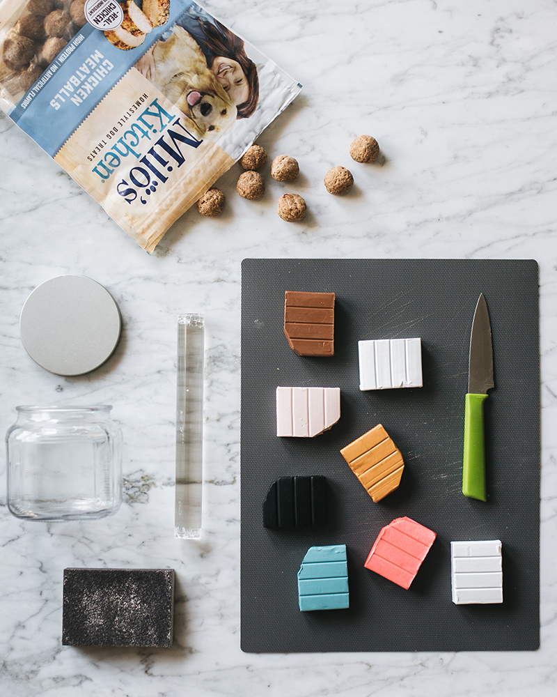 Treat your pup to delicious, home-style @miloskitchen dog treats stored in this pretty #DIY terrazzo jar. Get the full tutorial at Jojotastic.com #MilosKitchen #TreatingTuesday #ad