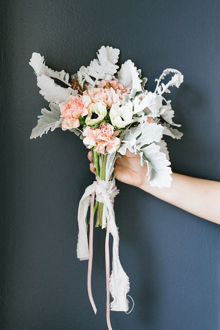 a blush & cream galentine's day bouquet for your bestie DIY! #galentinesday #valentinesday #bouquet #diy #flowerarrangement