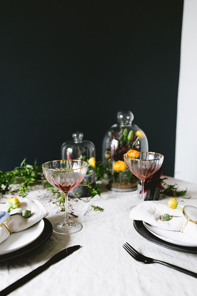 a moody & dramatic Valentine's Day tablescape for two. small space entertaining. #smallspaces #valentinesday #tablescape