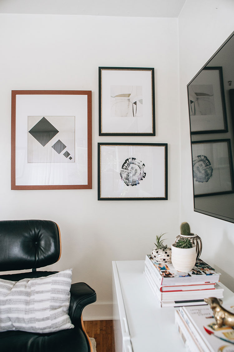 The Easiest Way To Decorate Around A Big Tv: A Gallery Wall! Learn How