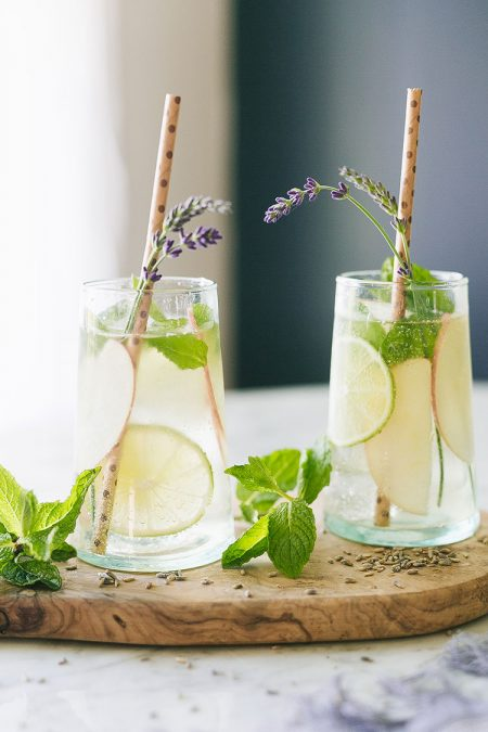 apple and lavender mojito recipe for summer entertaining! #mojito #lavender #mojitorecipe #recipe #cocktailrecipe #cocktail