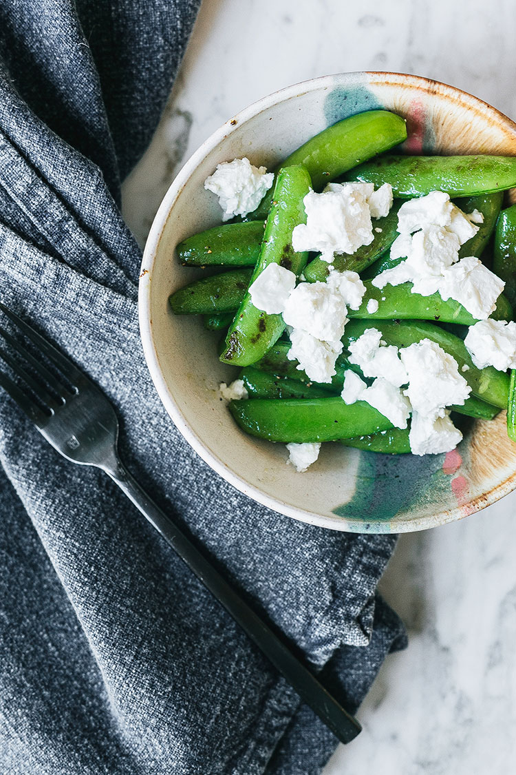 Greek-style sugar snap peas side dish. Very easy to make and delicious. #greekfood #sidedish #snappeas #feta #veggies #vegetables