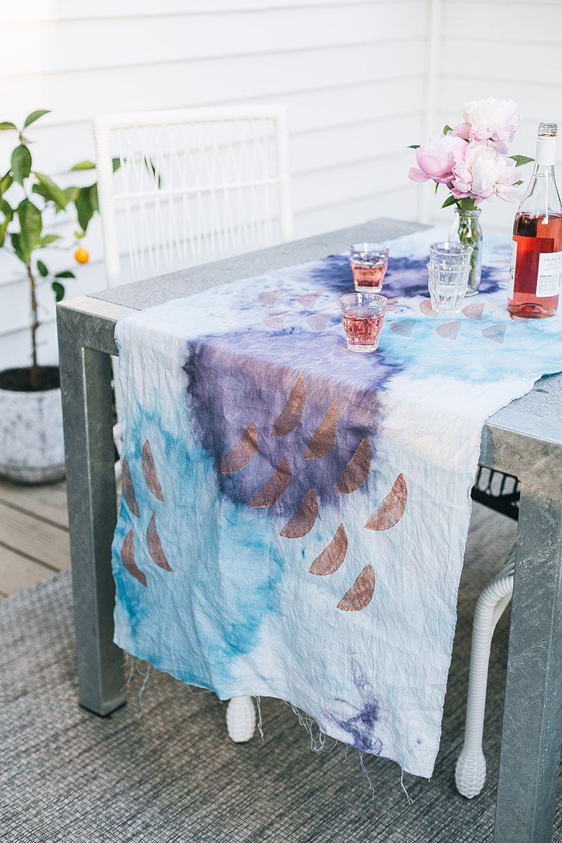dress up your summer patio tablescape with a linen table runner decorated with block printing and tie dye. Get the full tutorial at Jojotastic.com #DIY #summer #outdoordining #BBQ #blockprint #tiedye