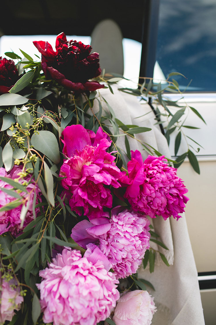Tips for shopping for peonies, arrangement peonies, how to care for peonies. #vintageBMW #vintagecar #peonies #floralinstallation #wedding #getawaycar #weddingcar #peony #peonyarrangement #ombre #rainbow #pinkpeonies