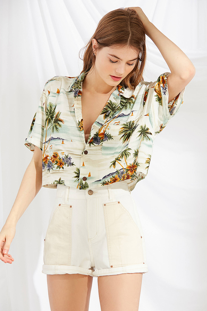 tropical vacation style - What to pack on your next tropical trip. Vacation clothes and accessories under $100. #under100 #whattopack #vacationstyle