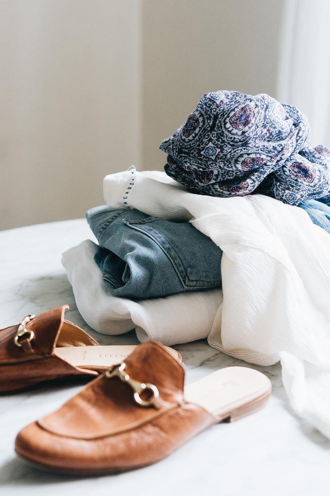 no shopping challenge - jojotastic.com #noshopping #lessismore #fewerbutbetter #minimalism #smallspaces
