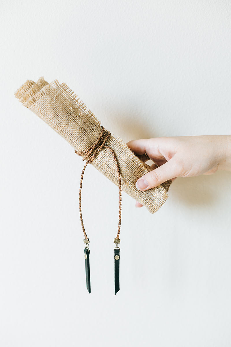 This #diy jewelry roll is perfect for storing your jewelry at home or on the go. Get the full tutorial at Jojotastic.com #jewelry #travel #straw #organization