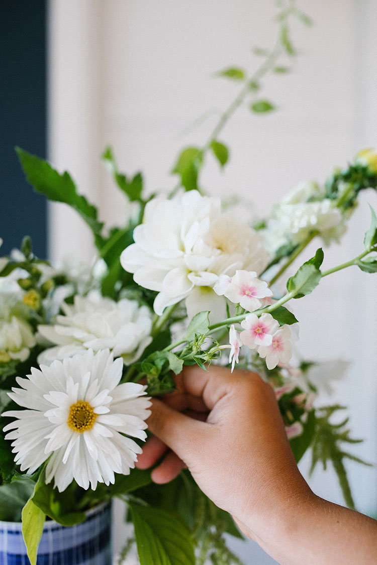 An All-White Floral Centerpiece Inspired by Summer DIY. flower bouquet made with White Dahlias, White Double Cosmos, Bittersweet Vine, White Snapdragon, Trailing Amaranth, Blushing Bride Phlox, and Green Nine-bark. #floralarrangement #florals #flowers #flowerarrangement #centerpiece #allwhite #whiteflowers #dahlias #summer